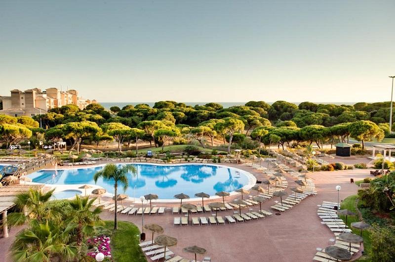 Barceló Resort grounds© Booking.com / Barceló Punta Umbría Beach Resort