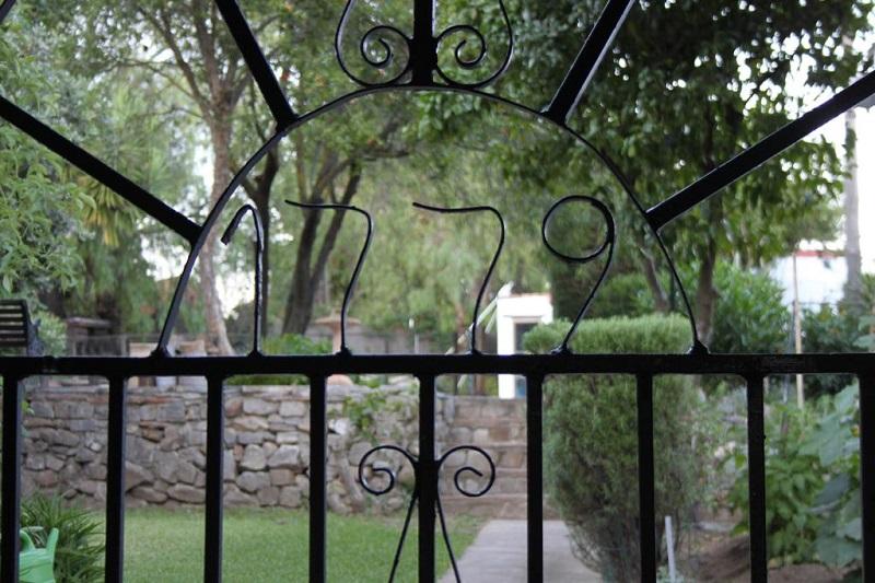 Dated gate ©Booking.com / El Estanque y El Almendro-The Royal Artillery Factory