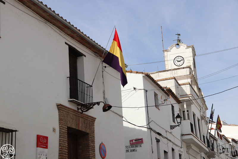 Flag of the Second Republic of Spain flying © Max Phythian