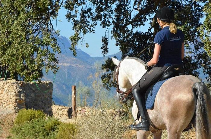 Horseback excursion © Booking.com / La Donaira