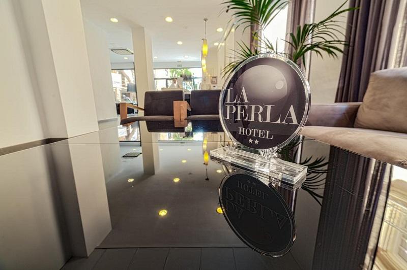 Seating area in La Perla Hotel, Almeria © Booking.com / La Perla Hotel, Almeria