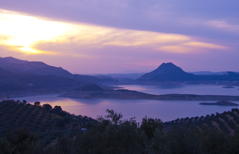 Lakeside sunsets from Iznajar © Michelle Chaplow
