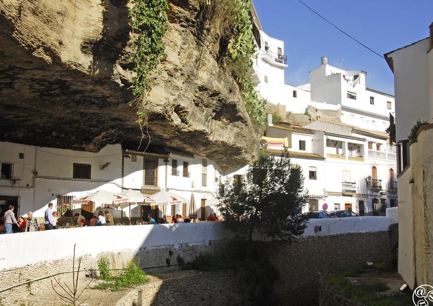 Tapa hopping along Calle Cuevas del Sol © Michelle Chaplow