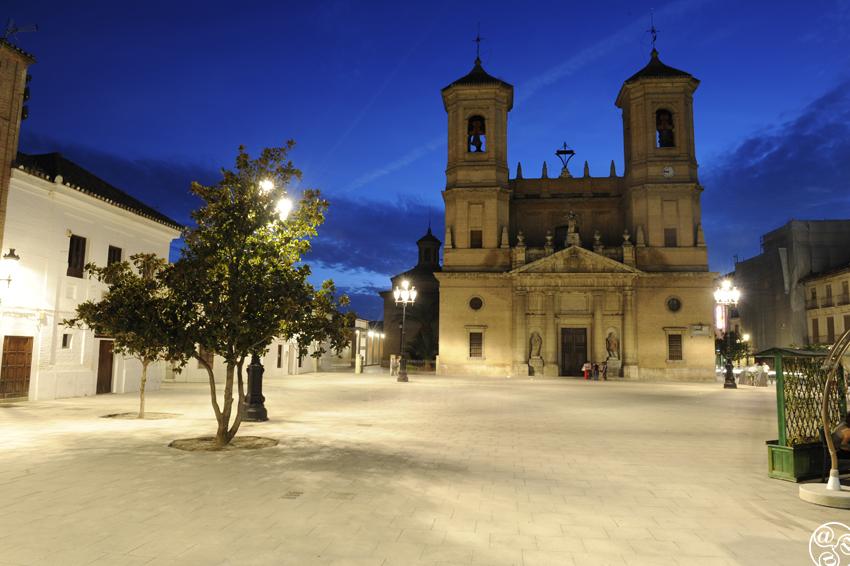 Plaza de España, Church of Encarnación de Santa Fe © Michelle Chaplow