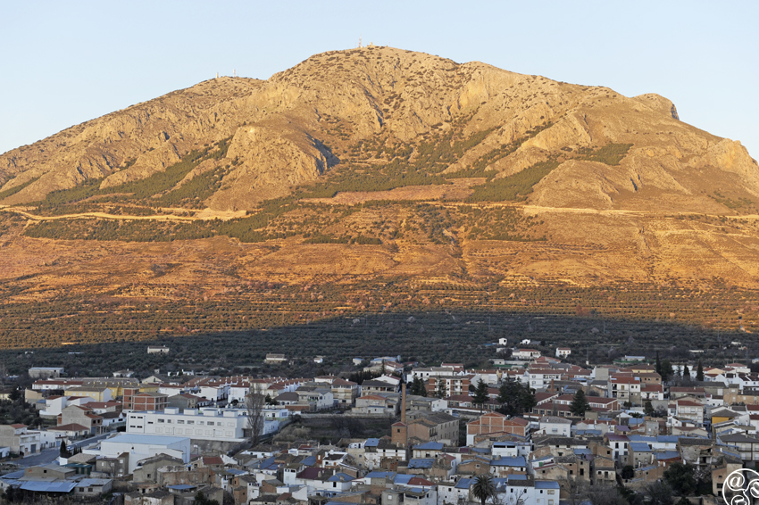Zújar sits on the side of the Jabalcón Mountain © Michelle Chaplow