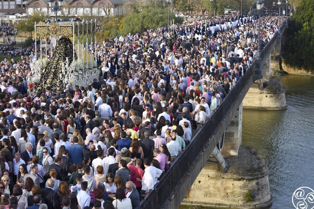 The procession of the Virgen de la Estrella, Triana, Seville © Michelle Chaplow