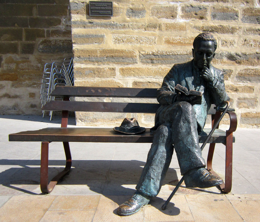 Antonio Machado statue in Baeza © Andrew Edwards