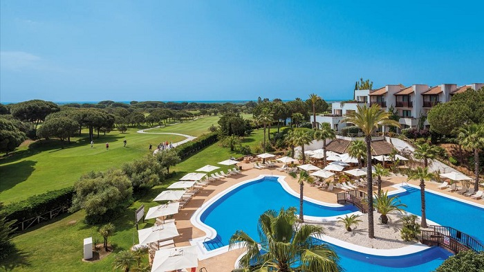 clear, sunny views over the golf course © Booking.com/Precise Resort El Rompido
