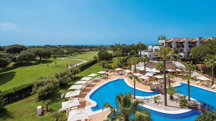 clear, sunny views over the golf course © Booking.com/Precise Resort El Rompido
