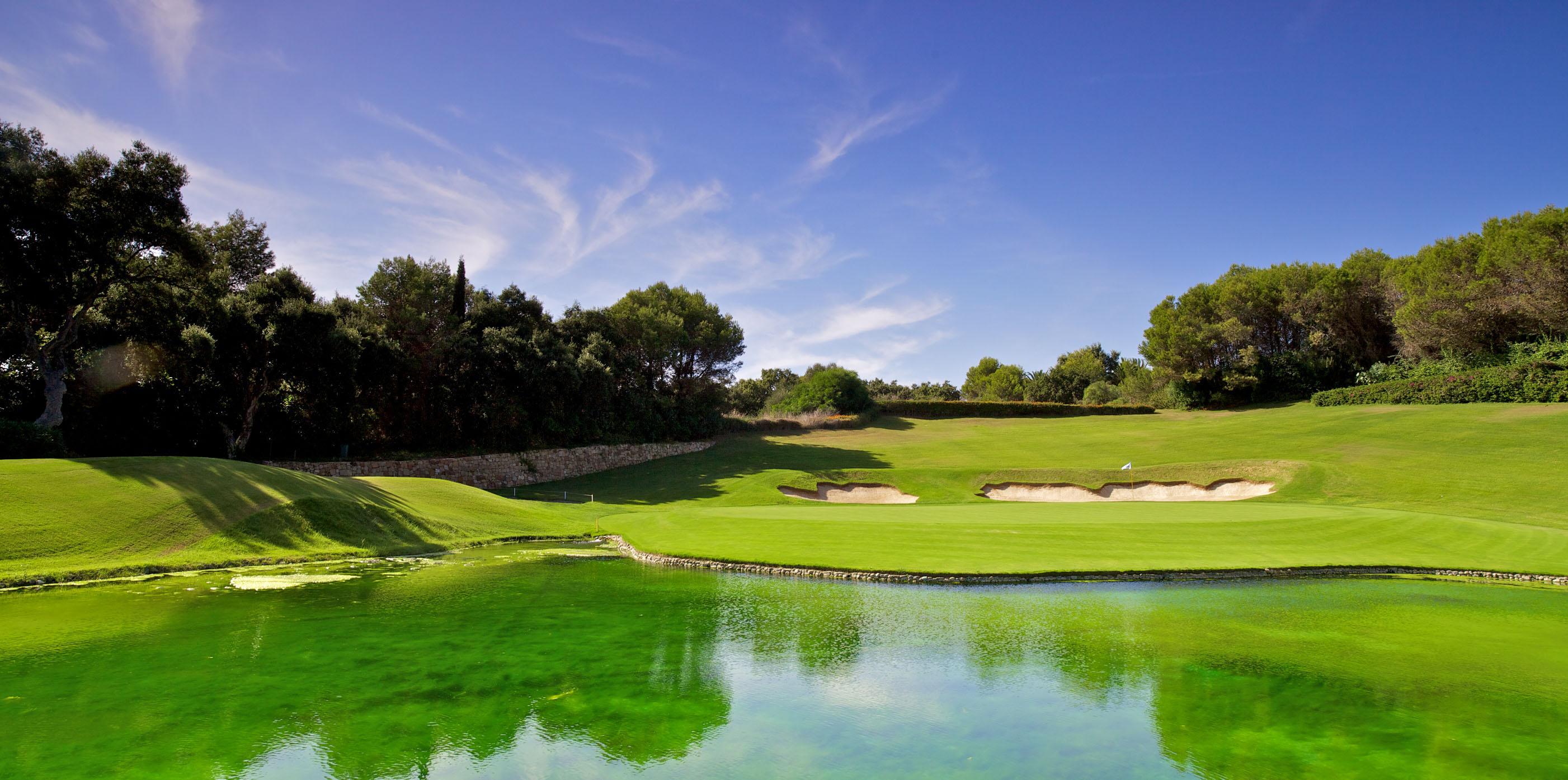 The 17th Hole at Valderrama © Golffoto.es