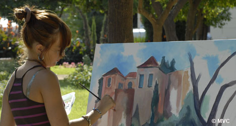 Young Artist inspired to paint the Alcazaba