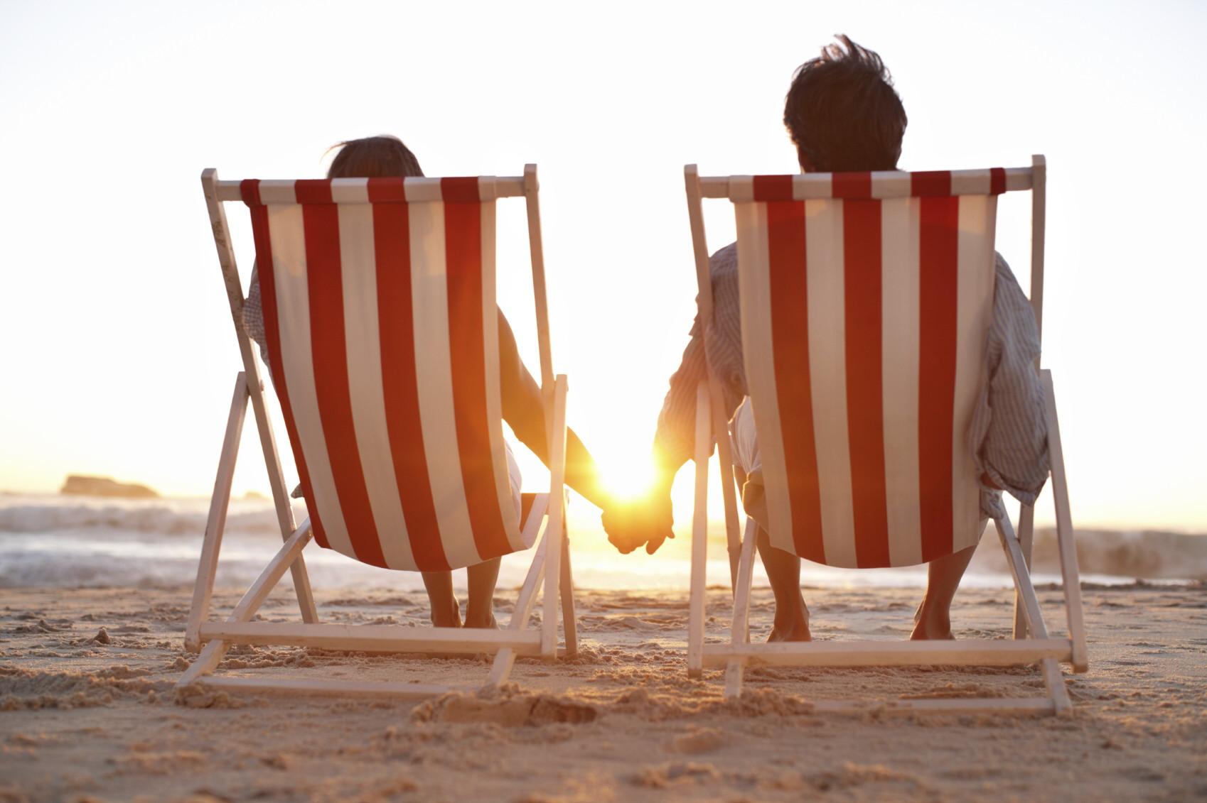 couple beach chair © iStock