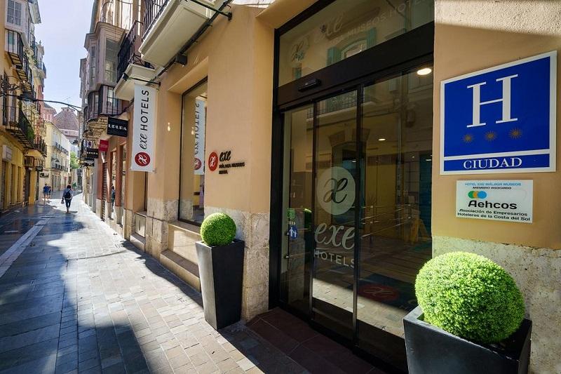 Sunny street view outside Exe Málaga Museos Hotel ©Booking.com/Exe Málaga Museos