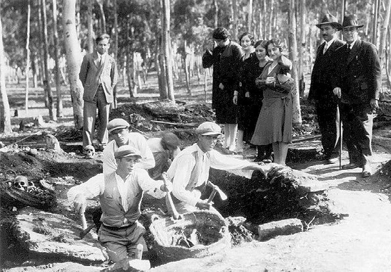 José Perez Barradas (standing left) in carefully prepared 1930 photo