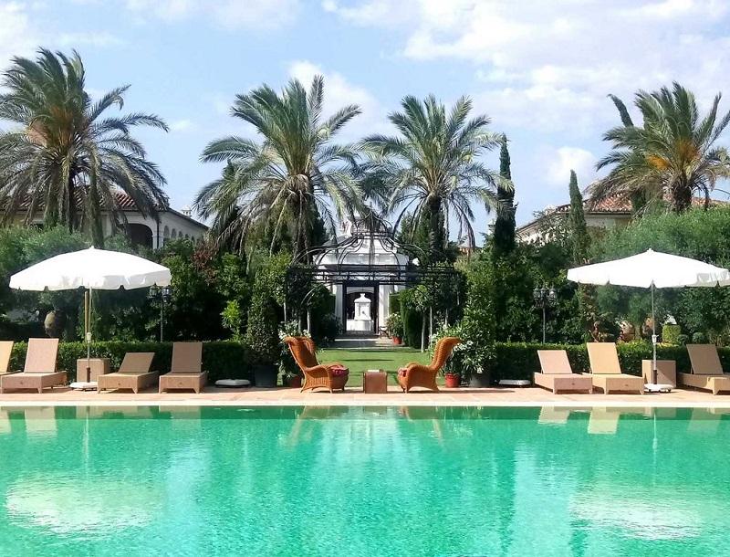 Pool-side view © Booking.com / Hotel Monasterio de San Martín