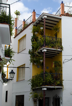 Balconies decorated with lush green plants, Arenas. © Sophie Carefull