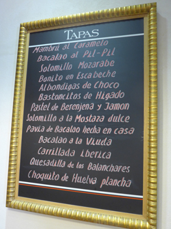Meat, fish and vegetarian tapas in a Seville bar. © Michelle Chaplow