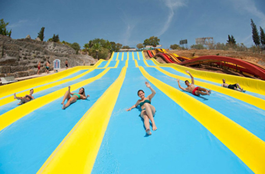 Crazy Race slides at Aqualand Bahia de Cadiz. © Aqualand, Bahia de Cadiz