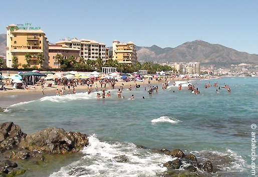 The beach in Fuengirola starts at the Hotel IPV Beatriz Palace. © andalucia.com