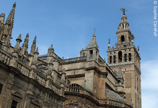 Seville cathedral with its impressive minaret, known as the Giralda. © Sophie Carefull