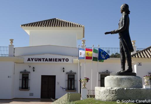 Town hall and statue of Bernardo de Galvez. © Sophie Carefull