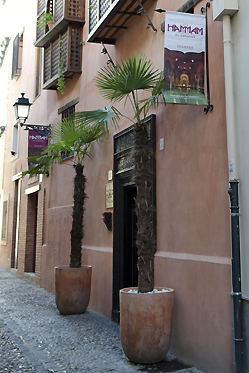 The arab baths can be found on a narrow street near Plaza Nueva. © Sophie Carefull