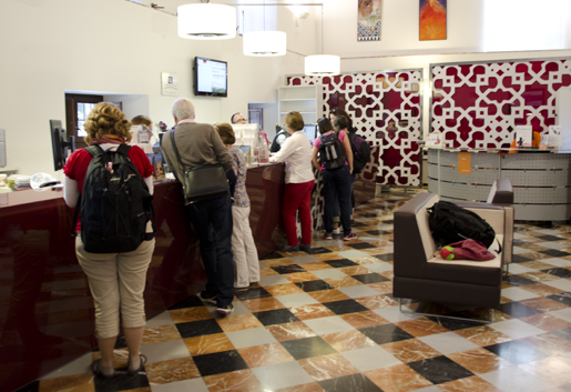 Tourist office in Plaza Mariana de Pineda. © Sophie Carefull