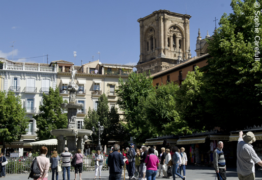 The bustling Bib-Rambla square, just around the corner from the cathedral. © Sophie Carefull