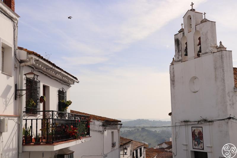 Street view of Iglesia de San Francisco with countryside backdrop ©Max Phythian