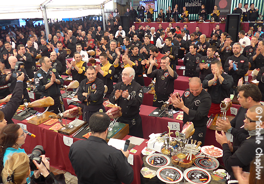 Nearly 200 ham cutters secured a Guinness World Record in Benarraba. © Michelle Chaplow .
