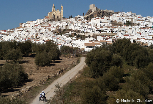 The town of Olvera where this via verde begins and continues to Puerto Serrano. © Michelle Chaplow .