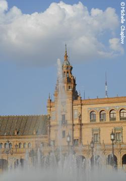 © Michelle Chaplow Fountains errupting at Plaza España