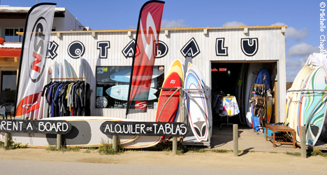 © Michelle Chaplow Rent a Surf board to ride the waves pf El Palmar.