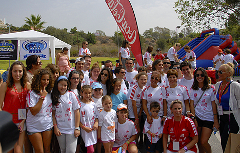 © Rebekah Thompson Eva Longoria meets participants of the Dynamic Walk-A-Thon