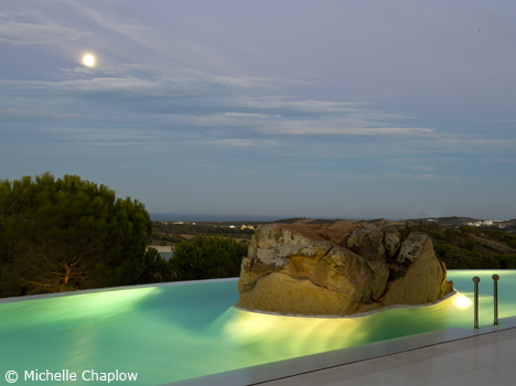 © Michelle Chaplow The boulder in the swimming pool of the famous architect's home.