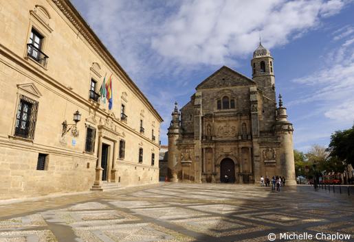 Palacio de las Cadenas and Capilla del Salvador in Plaza de Vazquez de Molina. © Michelle Chaplow .
