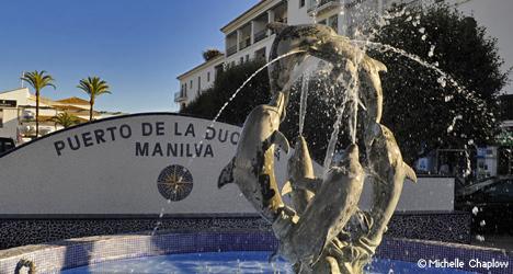 © Michelle Chaplow Fuente de los delfines en Puerto de La Duquesa