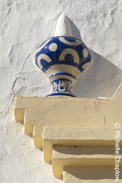 Decorative ceramics on the wall of The church of Santa Maria Magdalena. © Michelle Chaplow