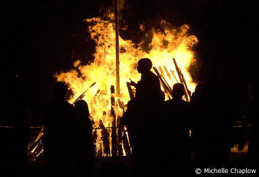 Families gather around the mesmering San Juan bonfires. © Michelle Chaplow