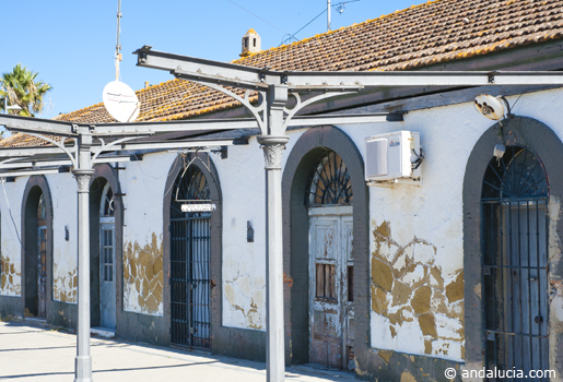 Mr Henderson Railway San Roque station building is in a poor state of repair.  © Michelle Chaplow .