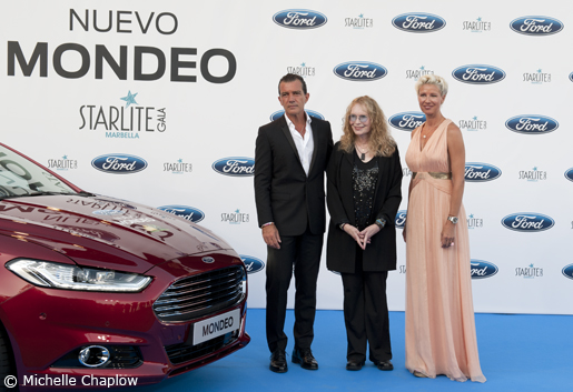 Antonio Banderas, Mia Farrow and Anne Igartiburu with the signed Ford Mondeo. © Michelle Chaplow