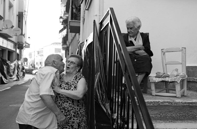Just ahead of the Cascamorras, there is always time to steal a kiss ©Michelle Chaplow