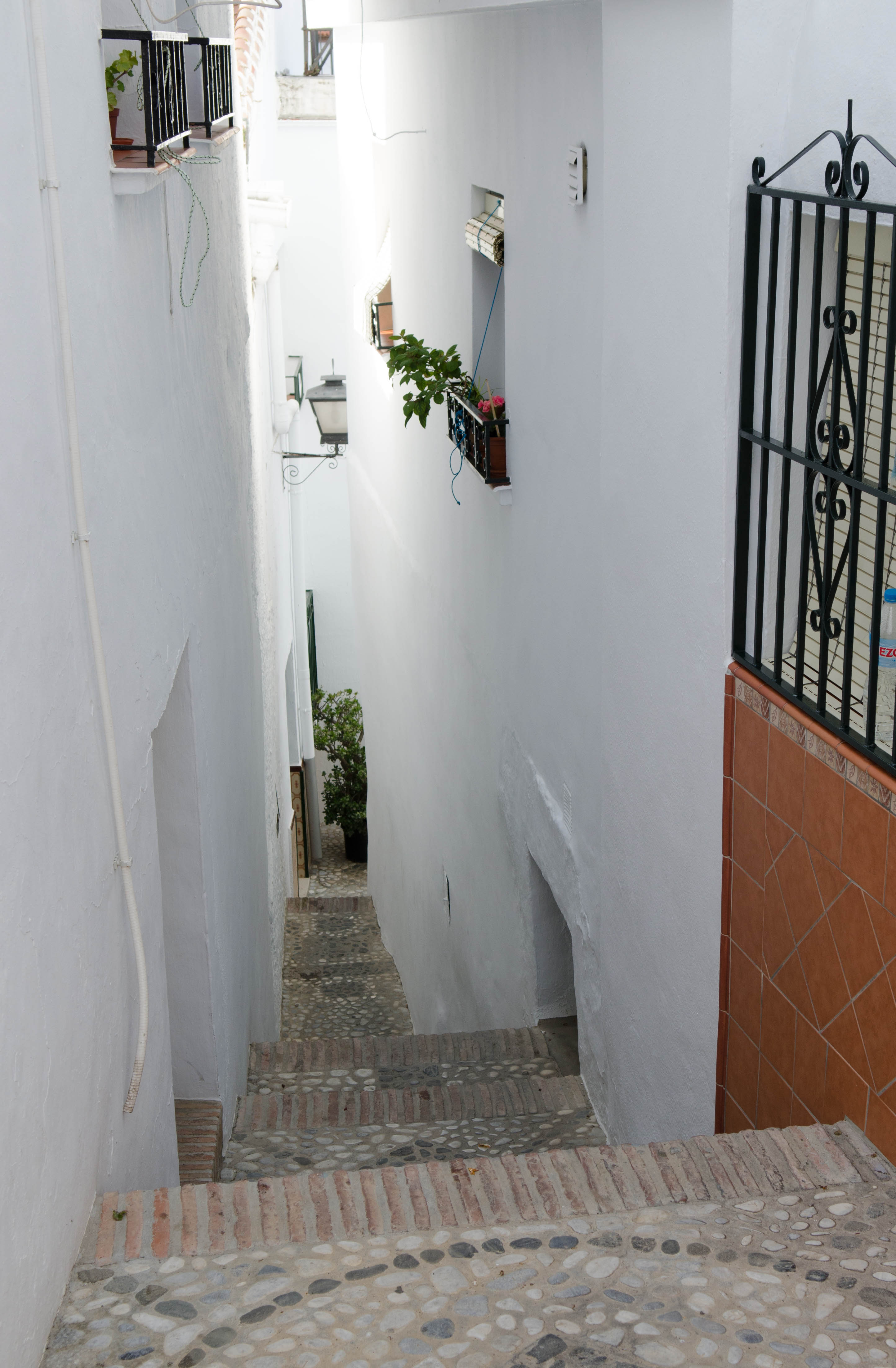 Steep, narrow streets are typical of Axarquia villages.  © Sophie Carefull