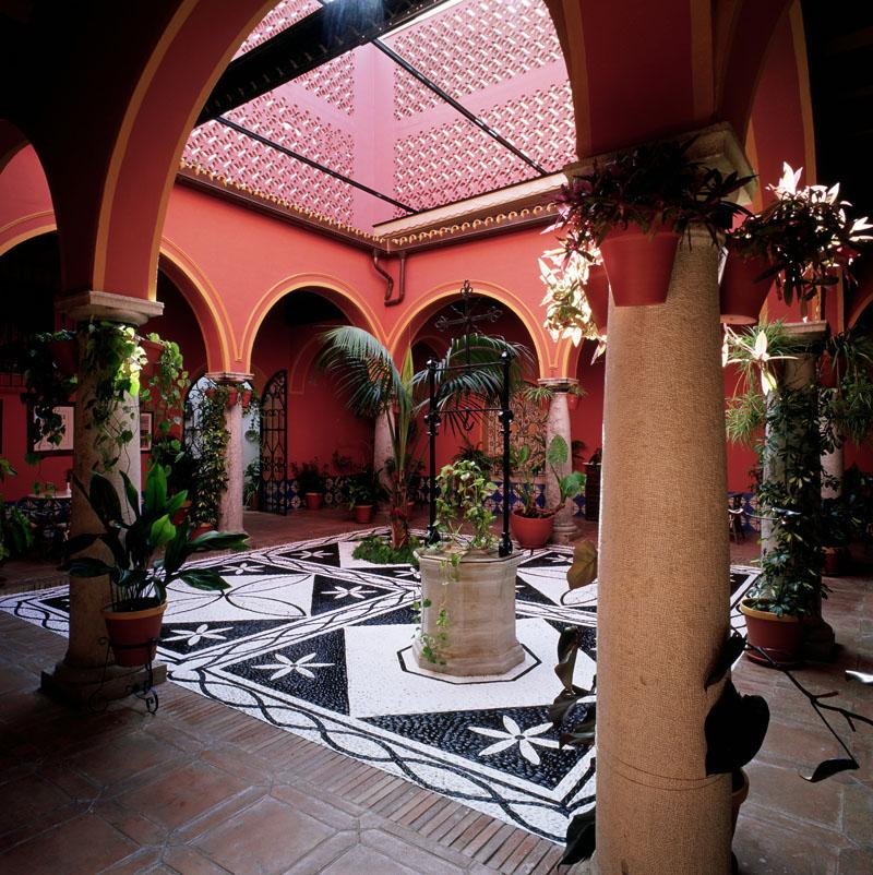 """Typical """"patio andaluz"""" at the Parador ©Paradores"""
