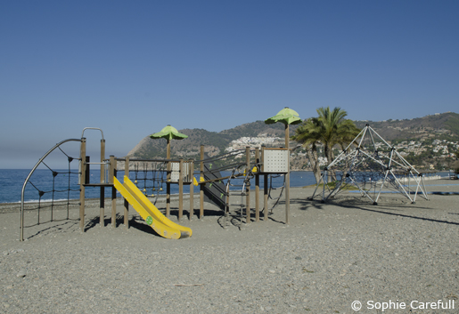 La Herradura beach is great for families, it has a play area for kids and pedalos for hire. © Sophie Carefull