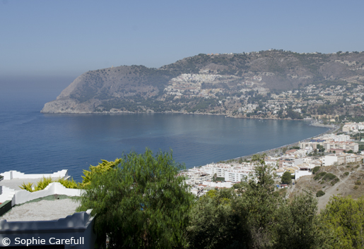 The horseshoe-like shape of the bay gives La Herradura its name. © Sophie Carefull