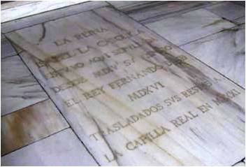Marble plaque commemorating the burial place of the Catholic Monarchs. © Lawrence Bohme