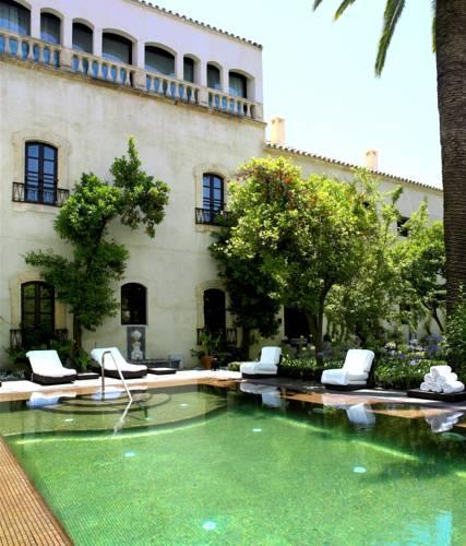 Outdoor pool Palacio del Bailio