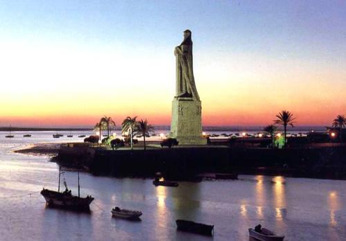The Columbus Monument visibile from Hotel Monte Conquero.