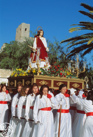 Female throne carriers in Luque. The procession of Maria Magdalena ©Michelle Chaplow